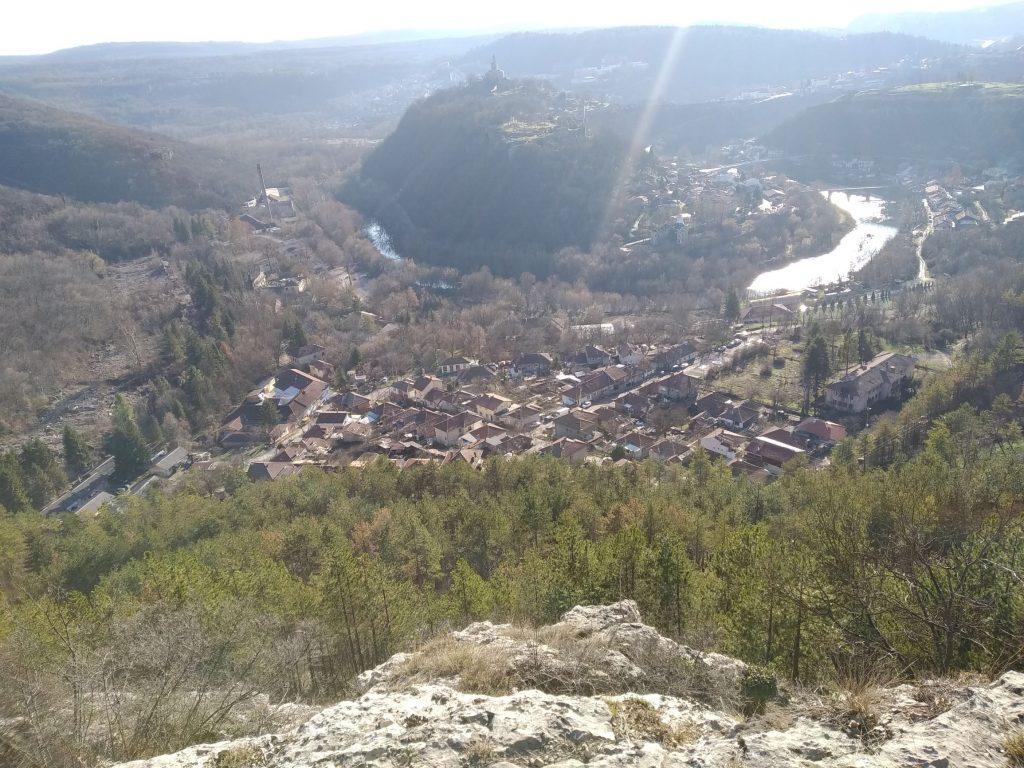 Асенова махала, Царевец и Владишкия мост
