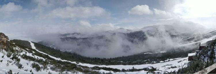 Зимен изглед от връх Ястребец